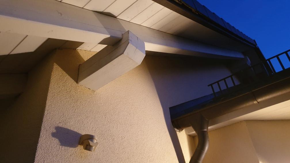 Einfamilienhaus – Nachrüstung Einbruchmeldeanlage mit Außenhautabsicherung, LED-Strahler mit Bewegungmelder (fernsteuerbar)