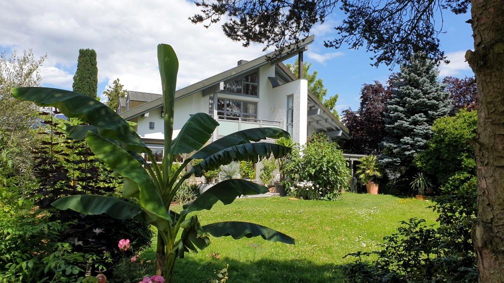 Einfamilienhaus mit 300 m² Wfl., Einbruchmeldeanlage, Perimeterschutz mit 9 Videokameras, mech. Türen-und Fensterschutz